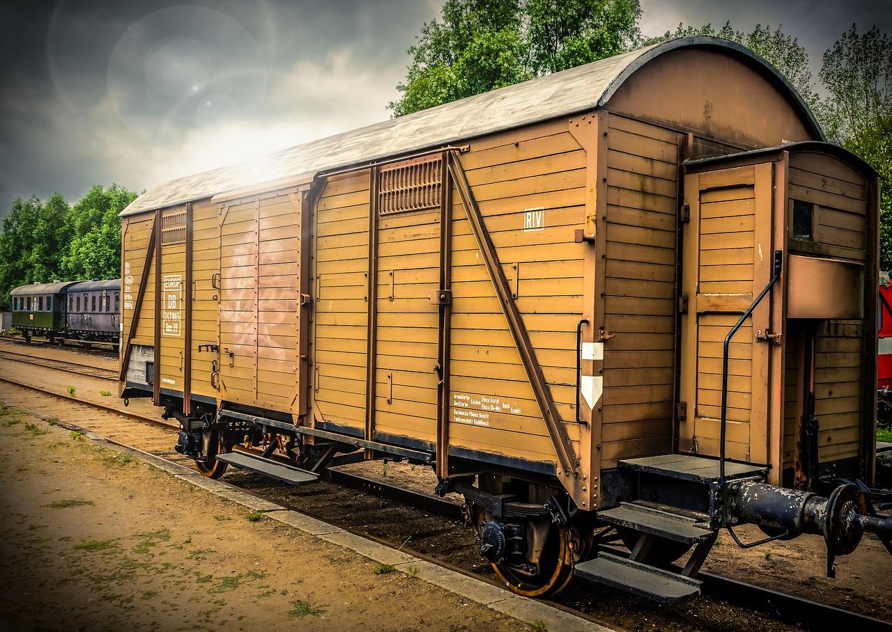 десять жд крытых вагонов фото все же