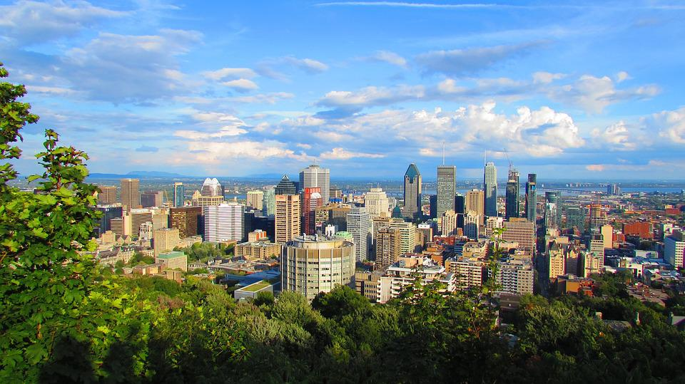 which island has more inhabitants montreal or manhattan