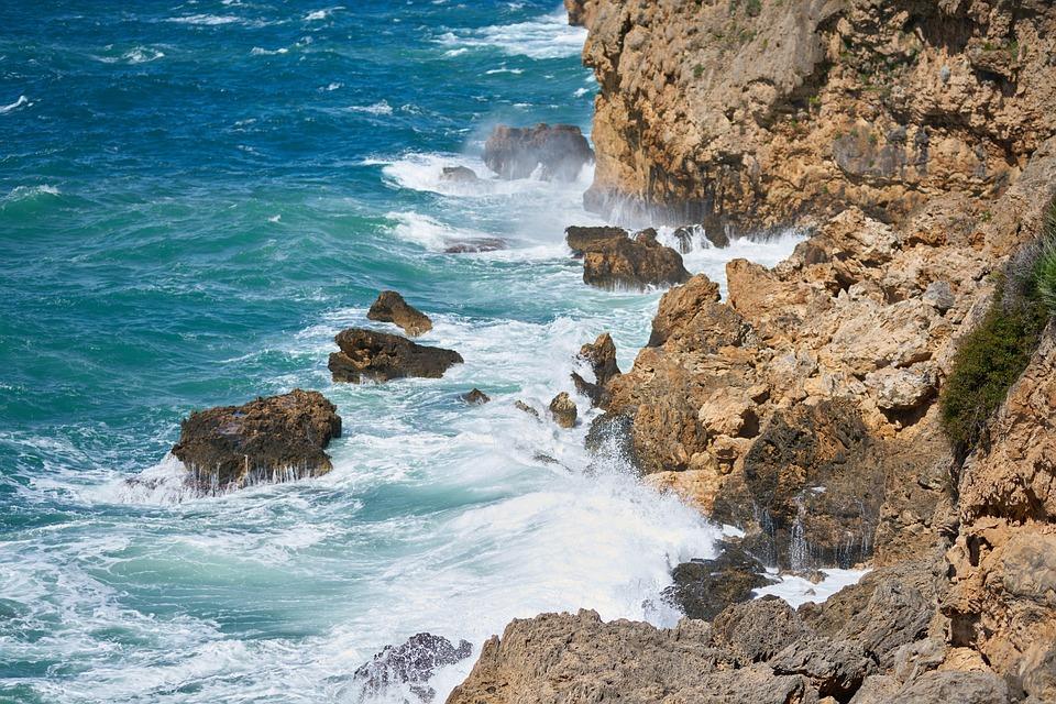 rocks-4128085_960_720.jpg
