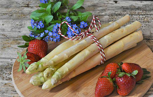 Spargel, Asparagus, Erdbeeren, Frühling