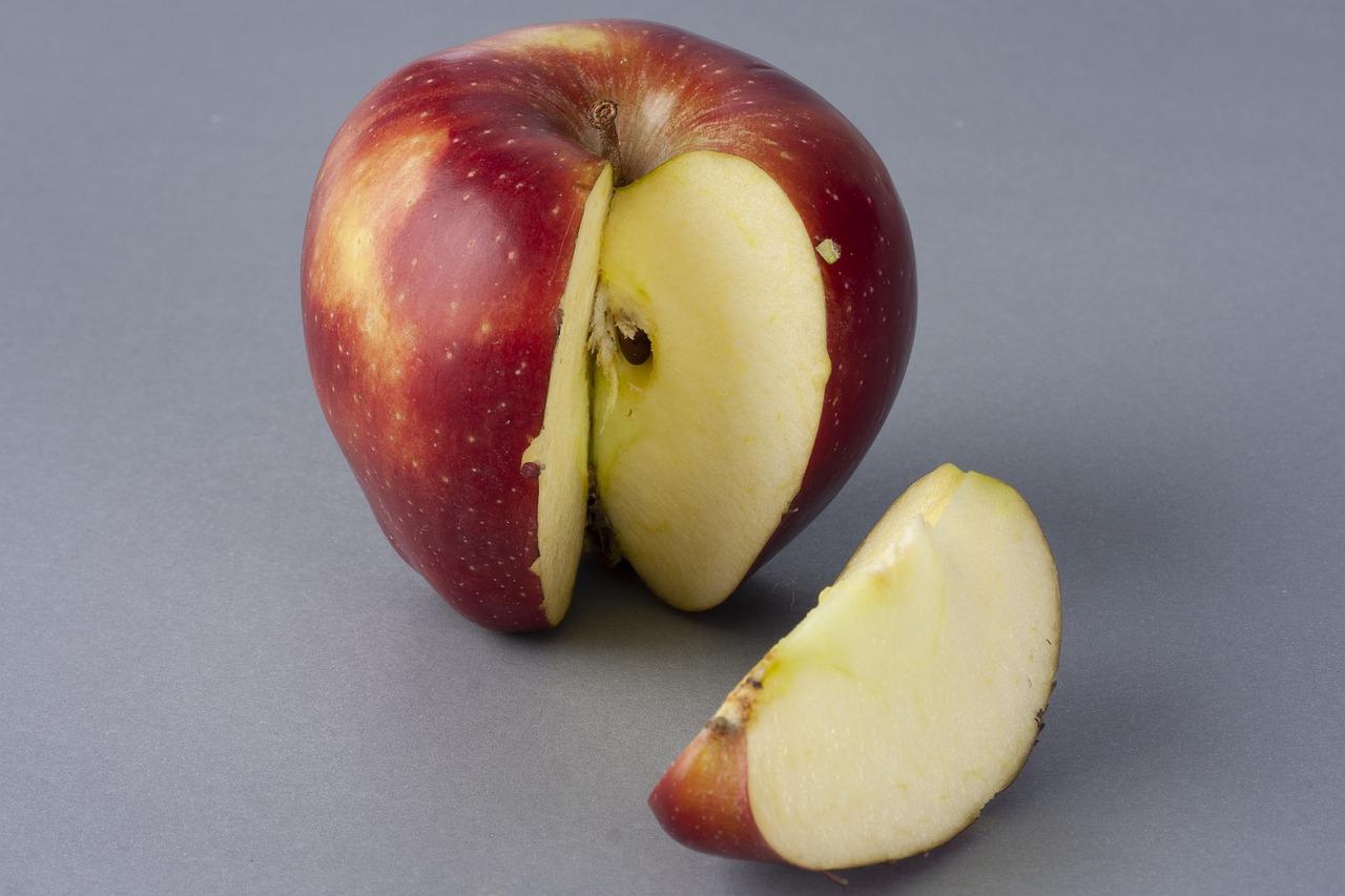 она приносит фотографируем фрукты на срезе вязкой