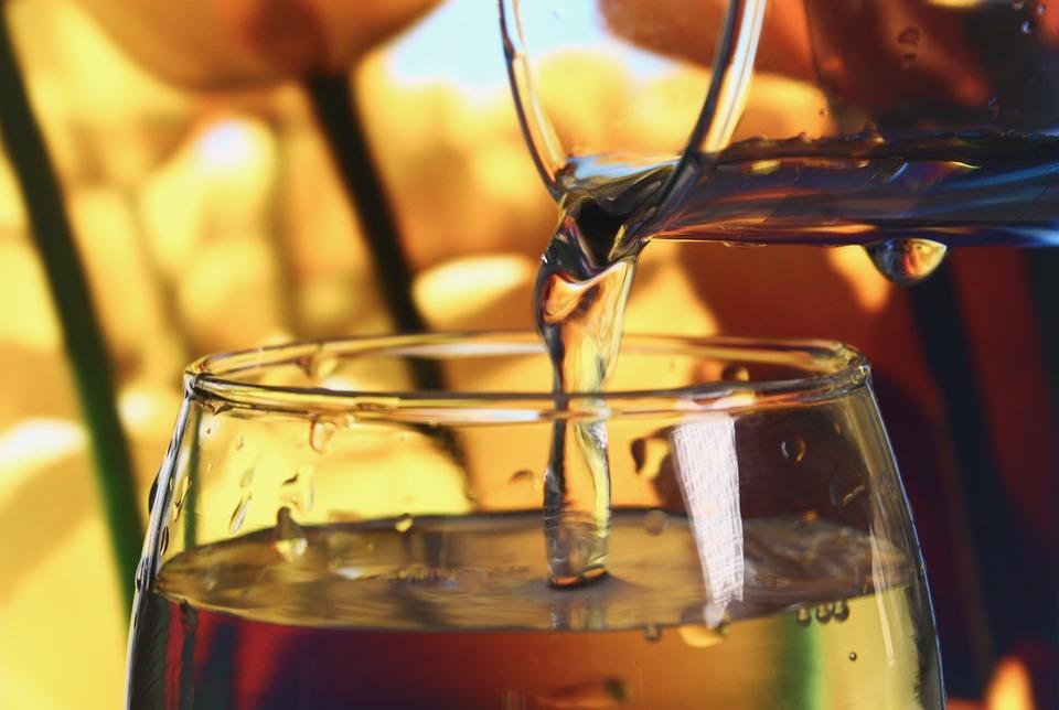 水, コップ1杯の水, カップ, ガラス, ドリンク, 滴, 喉の渇き, ドロップ, 海上での漏出, 生活