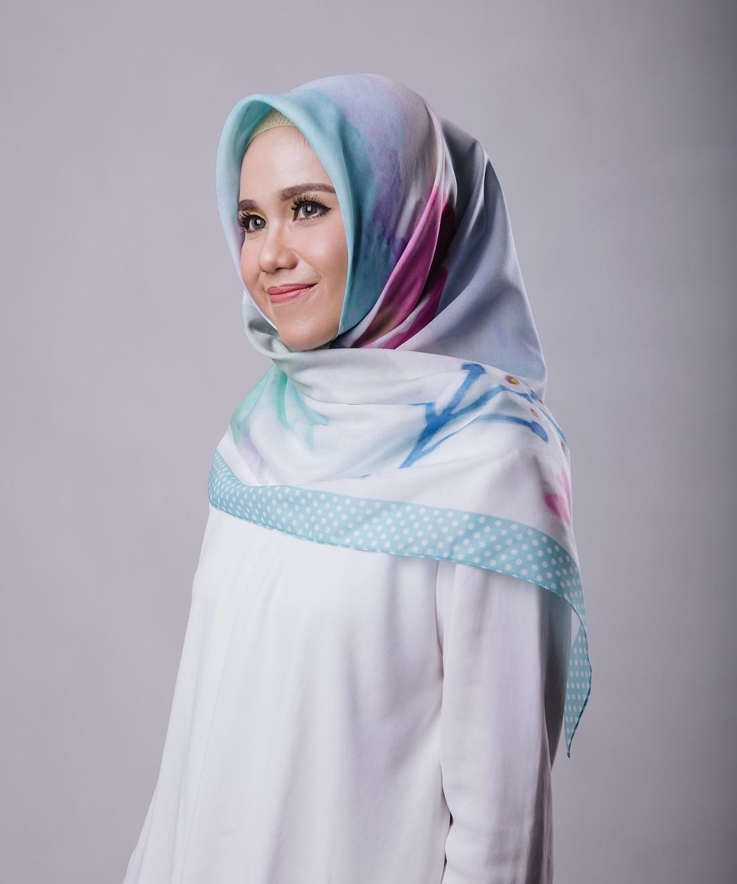 Burkakielto leviää Euroopassa: Musliminaisten pukeutumiseen puututaan monessa maassa