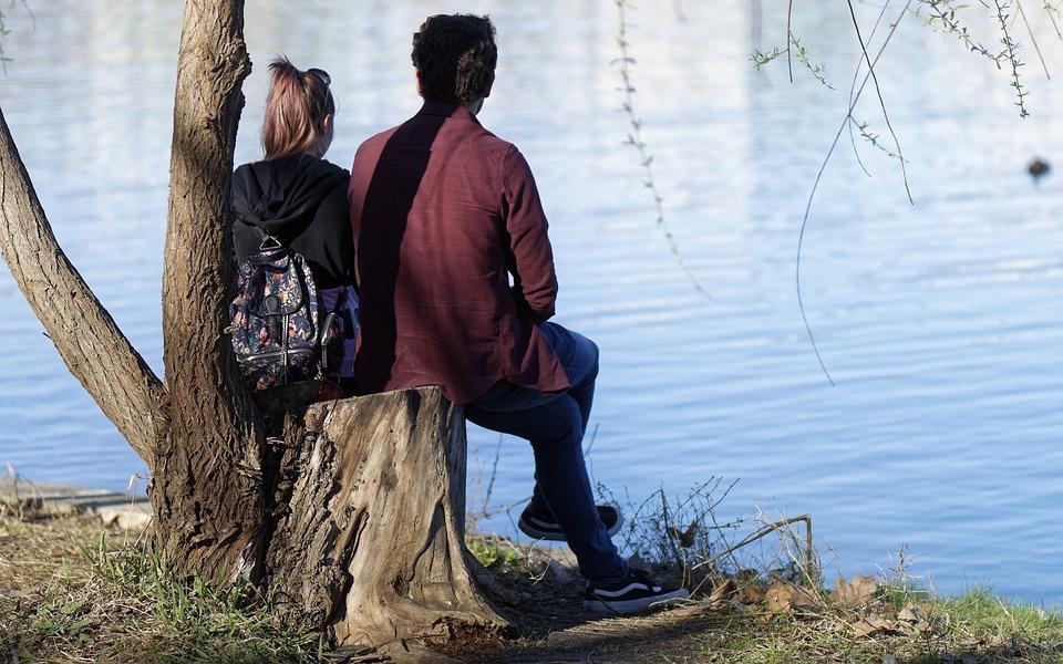Paar ein Mädchen Dating lässige Beziehungen