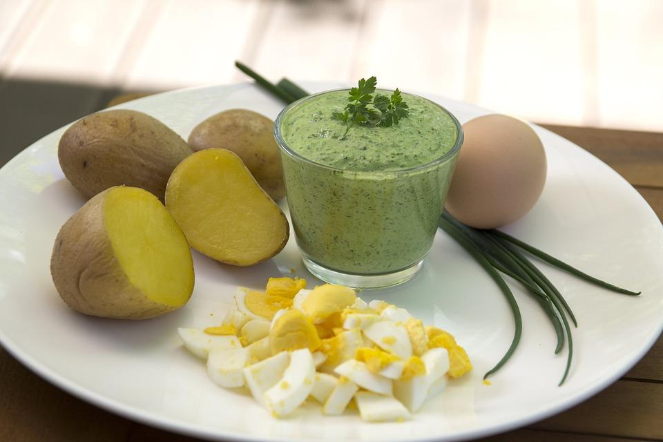Sauce verte de Francfort, œuf, pomme de terre, herbes, persil