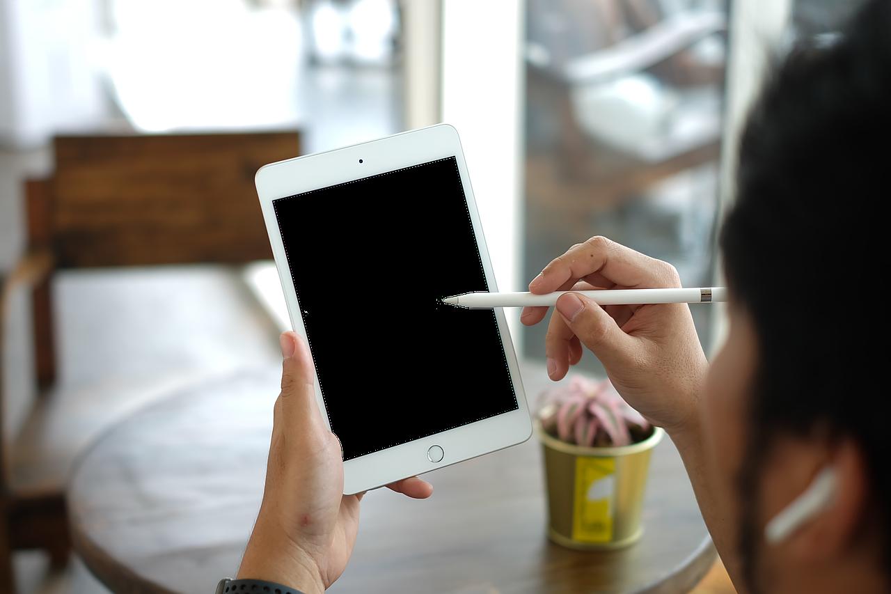 【iPad対応イヤホンおすすめ12選】イヤホン端子のあるなし一覧も!のサムネイル画像