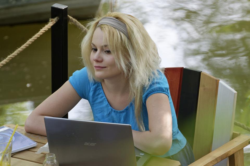 Работа и подработка для девушек женщин в Интернете