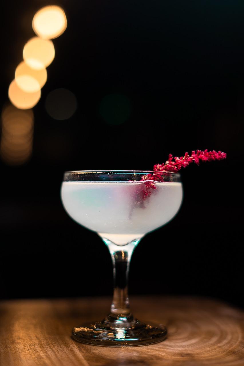 лежа пить коктейль фото квартала скандинавия