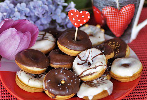 Mini, Donuts, Home, Baking, Sweet,white and green heart-shaped box