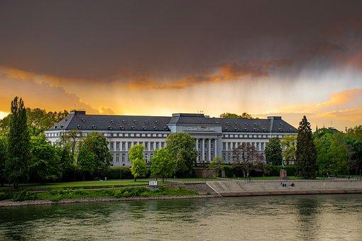 Schloss, Rhein, Wolken, Abendstimmung