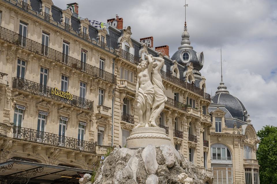 Montpellier, Place De La Comédie, Statue, Balcon