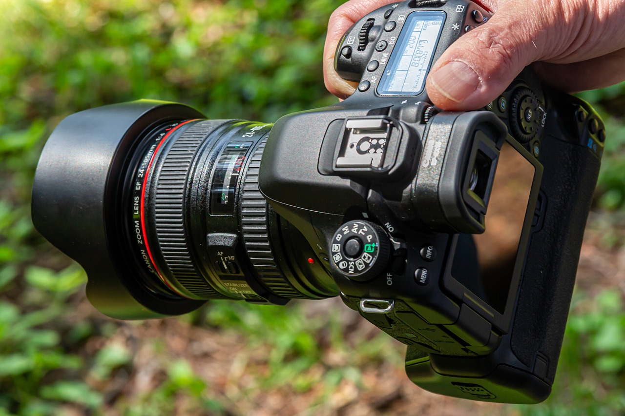 Best DSLR Camera with Wi-Fi and Bluetooth