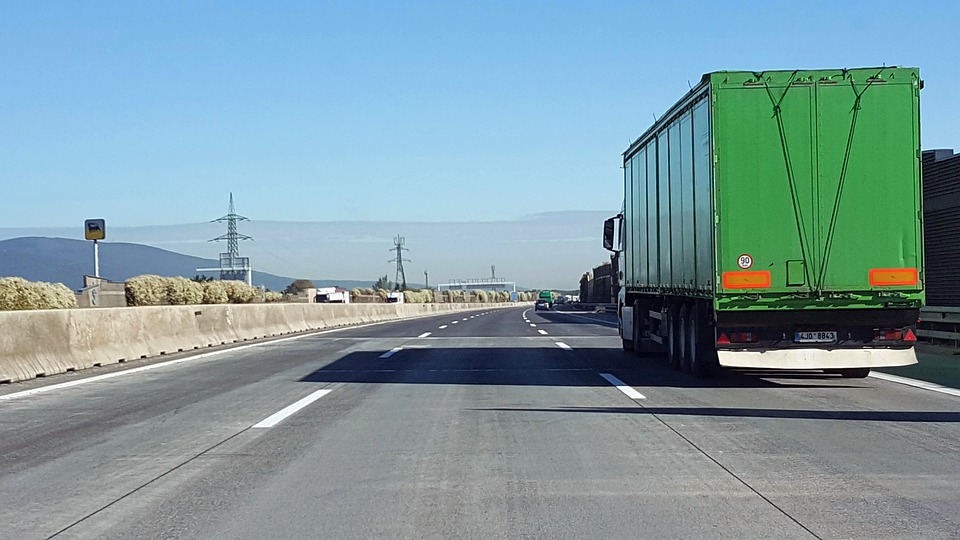 Camión, Carretera, Tráfico, Por Carretera