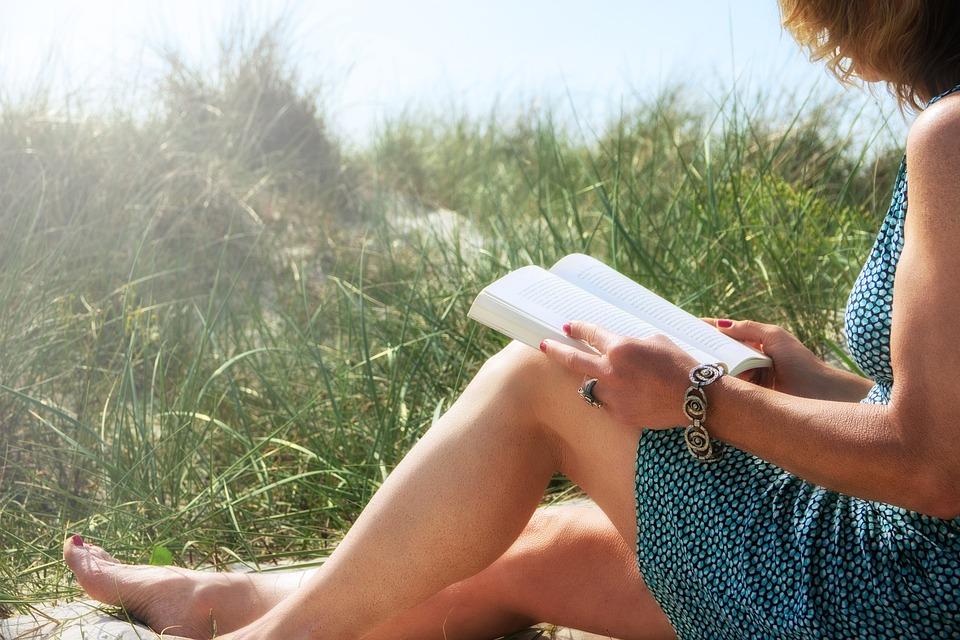 ストレスフリー, 砂丘, 草, 本, 読み取り, 太陽, 海岸, 裸足, 回復