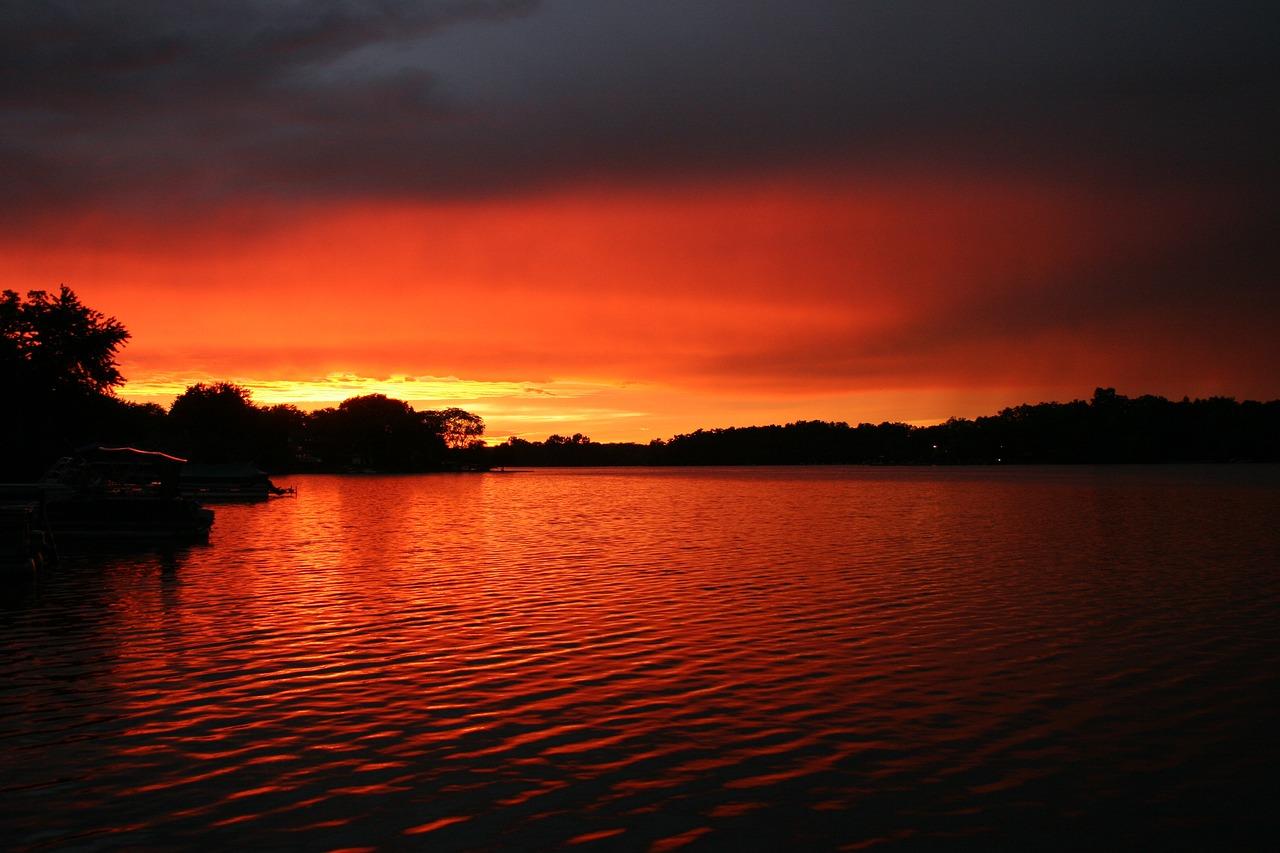 бесконечному множеству найти фотографии озер на закате сейчас новые фото