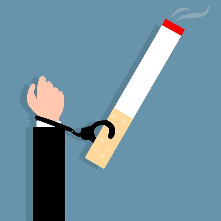 喫煙, 中毒, たばこ, 逮捕, 悪い, 癌, チェーン, カフ, 依存関係, 禁止, 習慣, 手, 手錠