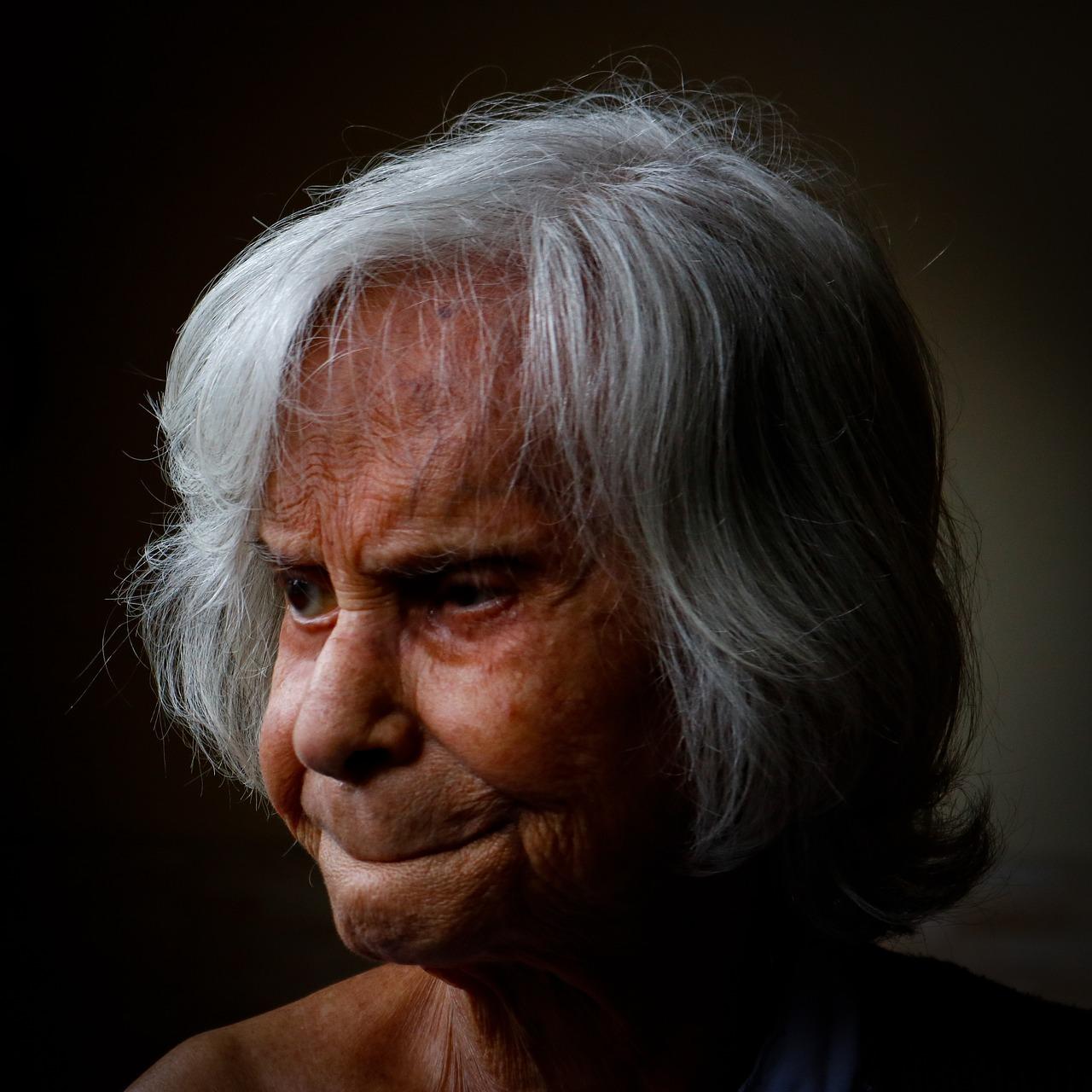 7 mitów na temat choroby Alzheimera, która dopada coraz więcej osób. Obaliła je ekspertka