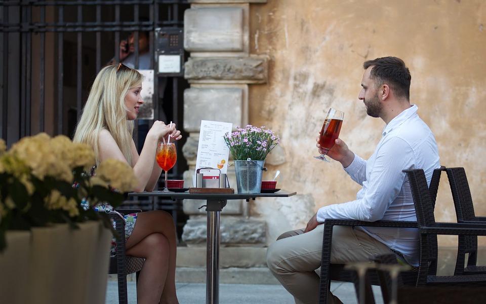 Куда можно пригласить девушку на первое свидание чтобы оно запомнилось