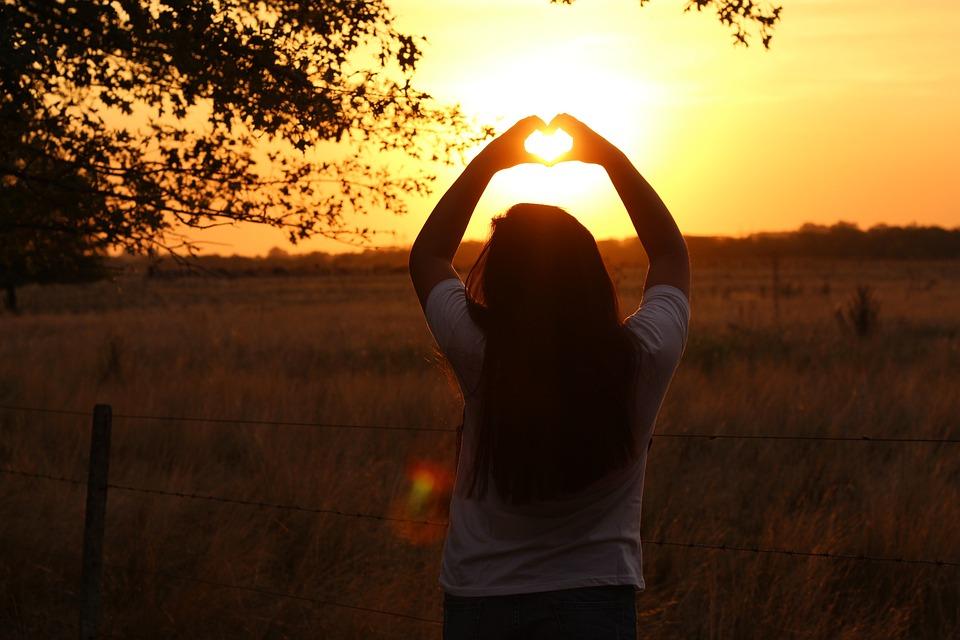 sun 4285357 960 720 Cómo comenzar a vivir una vida centrada en el corazón y ser consciente de tus deseos más profundos