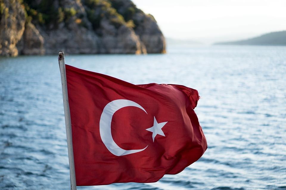 Výsledek obrázku pro turecko vlajka