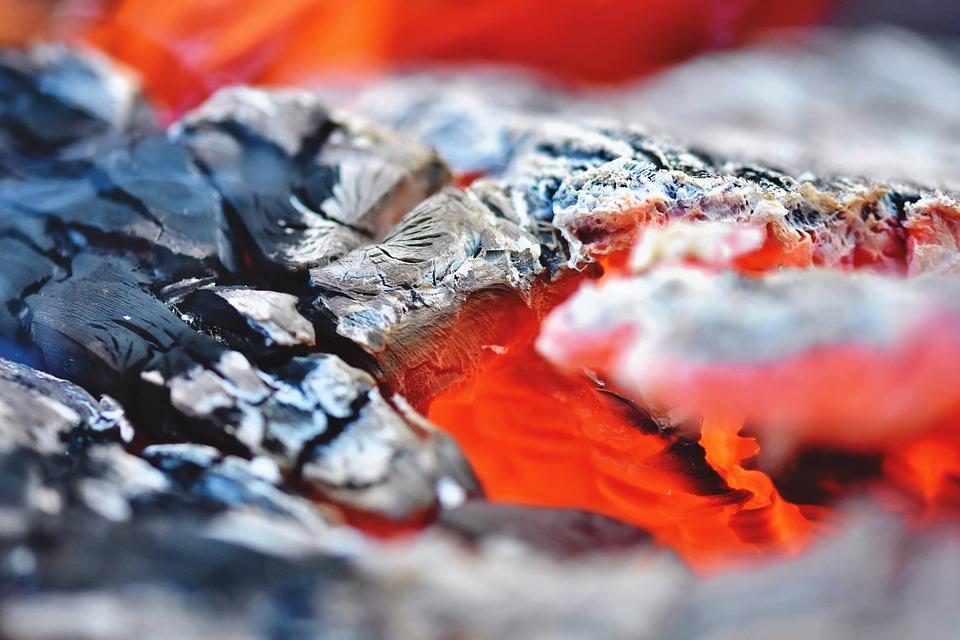 Los mejores tipos de carbón para tu parrilla