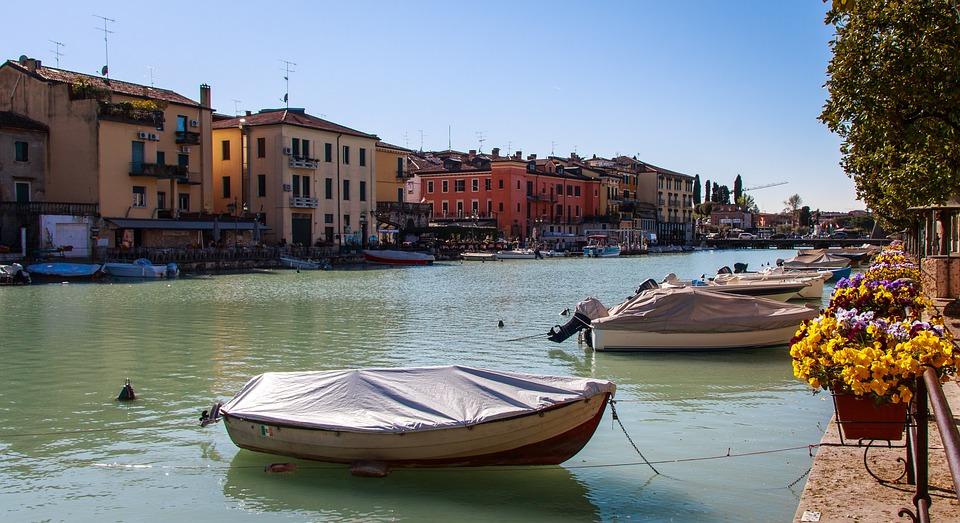 Peschiera Del Garda, Garda, Barca, Italia, Porto