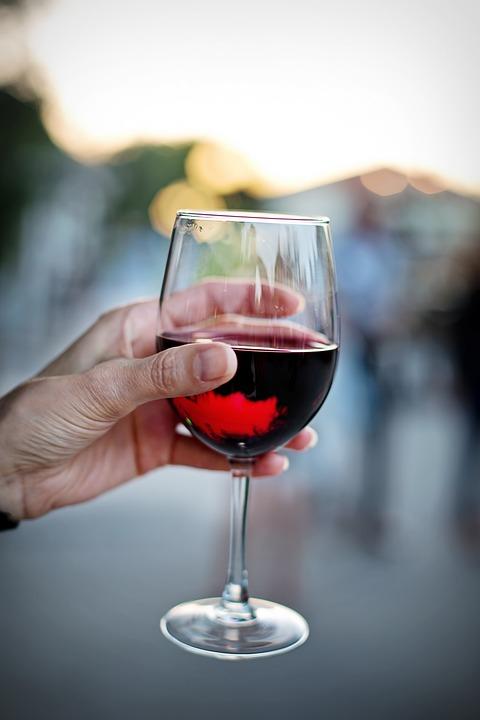 Aké výhody prináša konzumácia červeného vína?