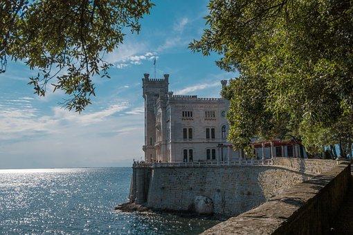 Castello, Italia, Trieste, Architettura