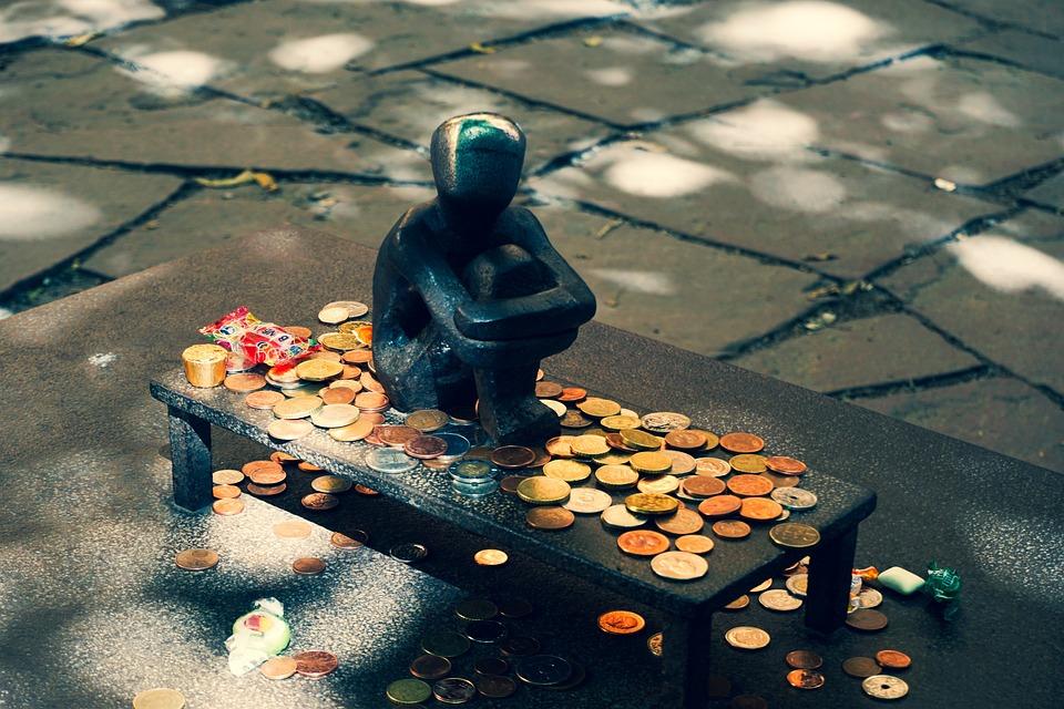 Мальчик, Памятник, Луна, Деньги, Одиночество, Одинокий