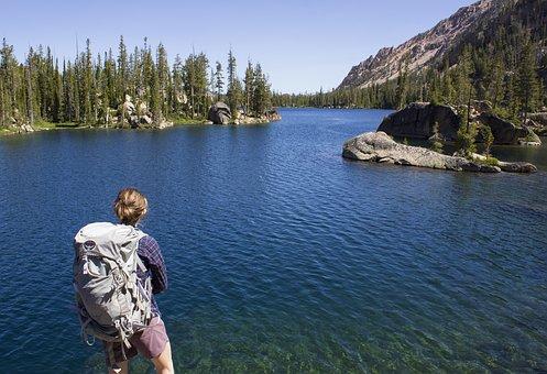 バックパッカー, バックパックを背負ってください, 女性, 湖, ハイキング
