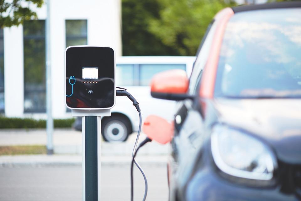 Uma cidade brasileira recebeu um investimento de um carregador mais potente para abastecer os carros elétricos da região. Saiba tudo aqui!
