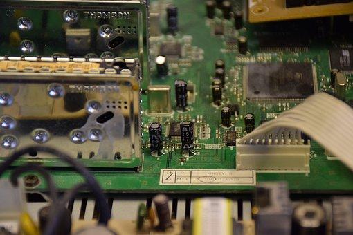 Eletrônica, placa de circuito impresso