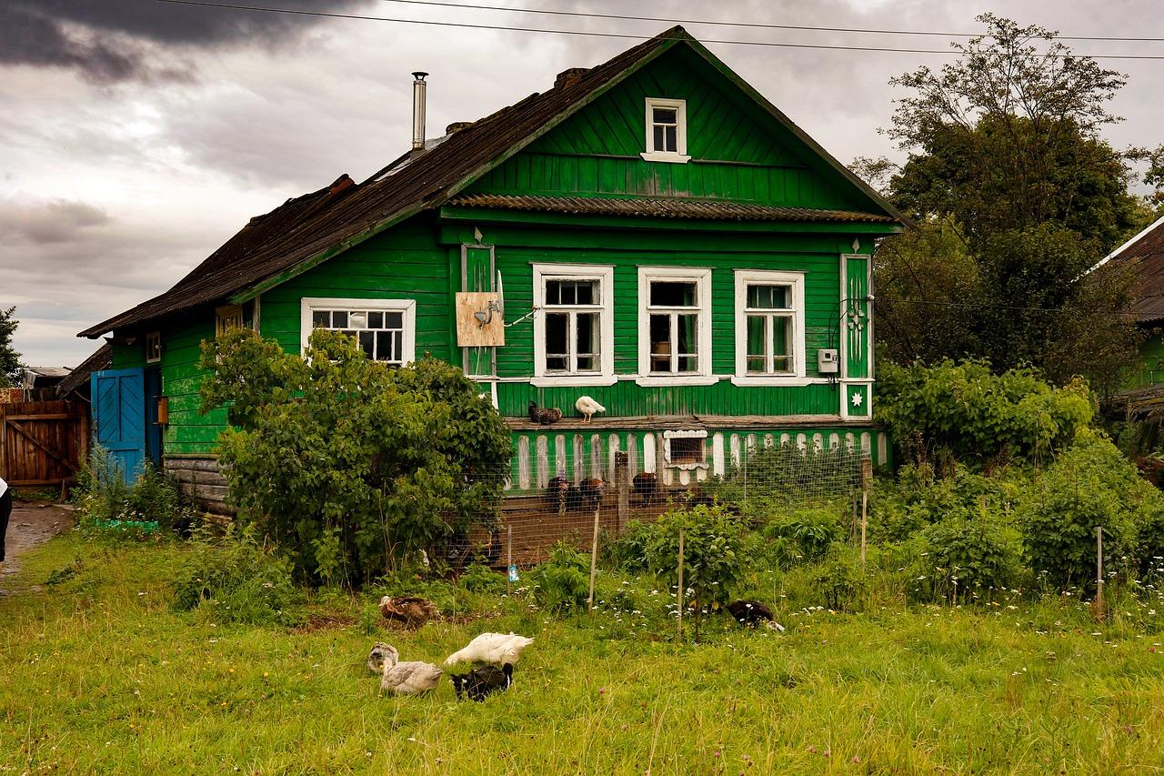 фото деревянный зеленый домик в деревне нашем магазине можете
