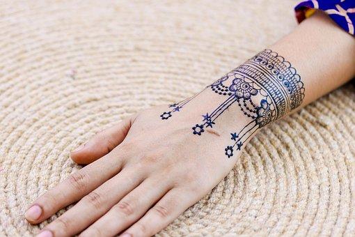 11 Henna Designs That Will Look Divine In A Bride's Hands