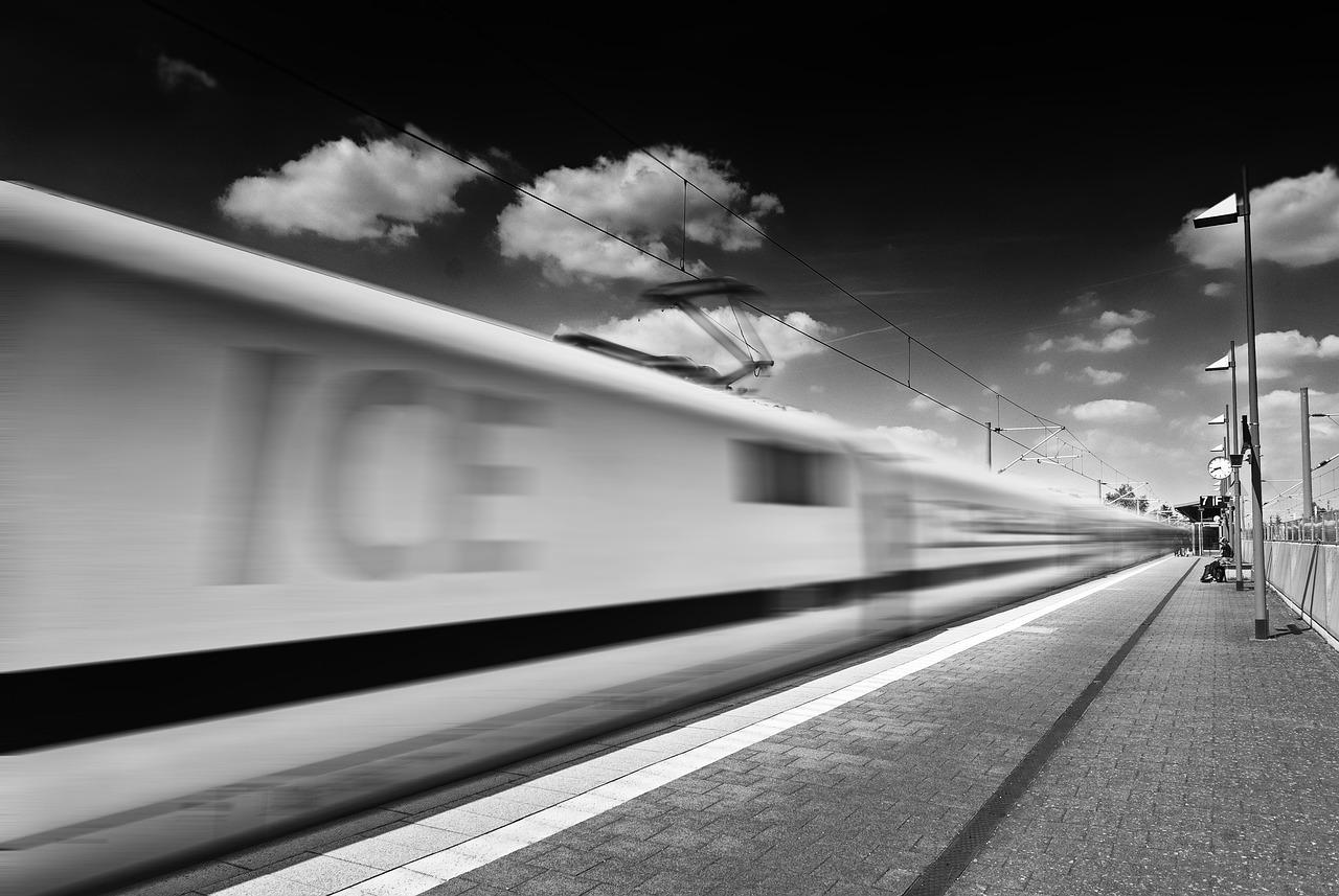 поезда в картинках на руку