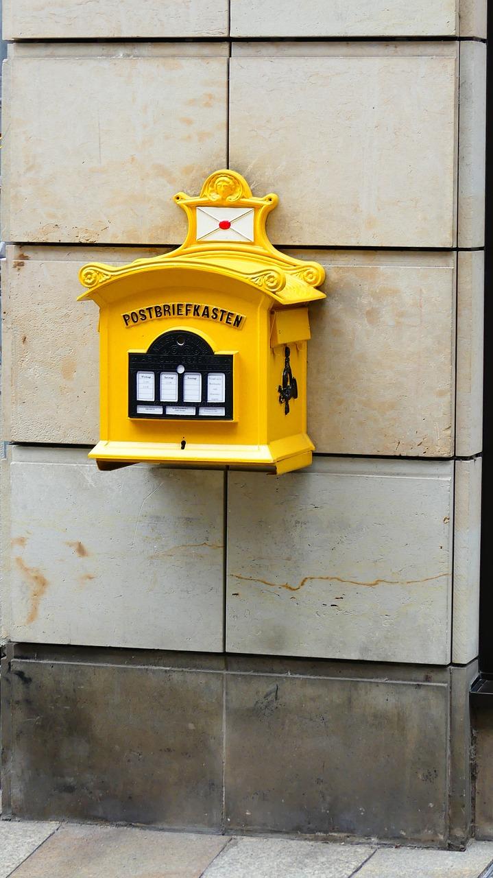 гости желтые почтовые ящики в барселоне фото набор