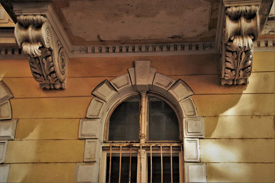 Old Windows Decorating Monument - Free photo on Pixabay