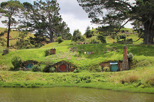 hobbit-4495138__340.jpg