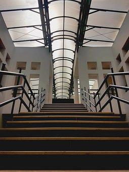 Escaliers, Lycée, Université