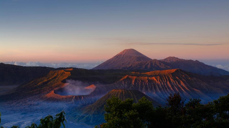 Travel Destinations in Indonesia : Mount Bromo Sunrise Indonesia