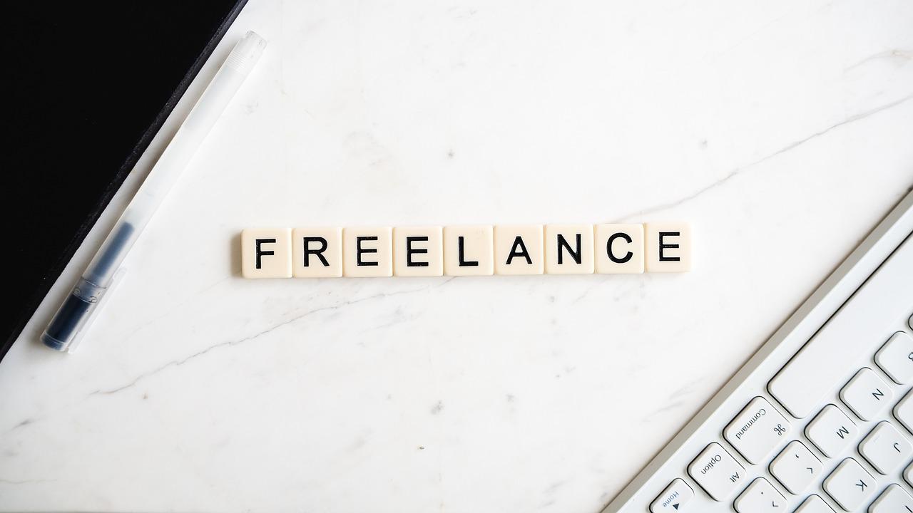 Qui choisir pour améliorer son SEO : Une agence ou un freelance ?
