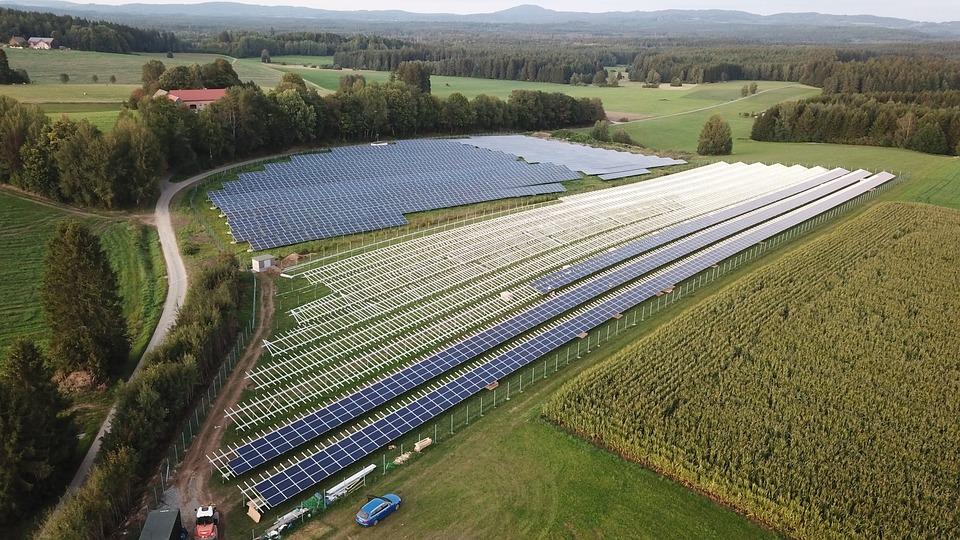 Afbeeldingsresultaat voor zonnepanelen op land