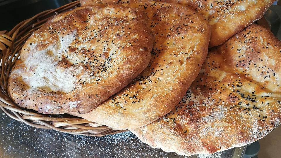 Brood, Plat Brood, Tarwe Brood, Broodmand, Bakken