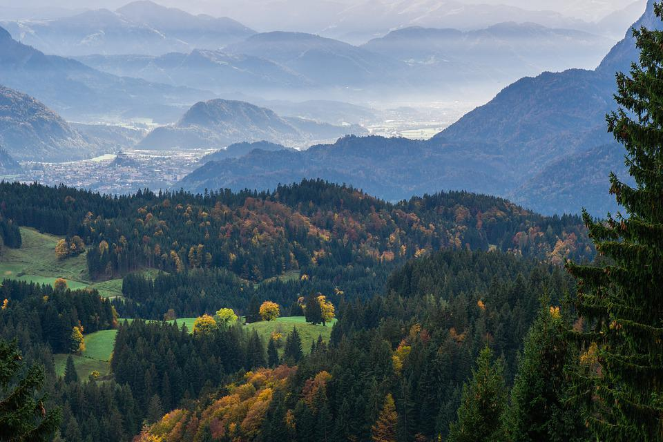 https://cdn.pixabay.com/photo/2019/10/29/14/46/landscape-4587079_960_720.jpg