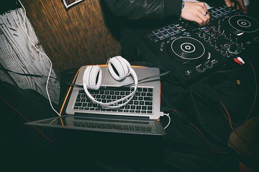 Best DJ Controllers Under 1000 Dollars