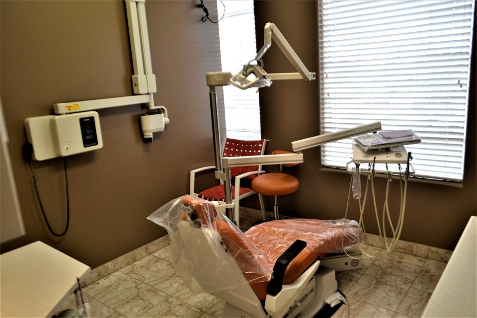 Кто такой врач стоматолог и чем он занимается: подробный обзор профессии