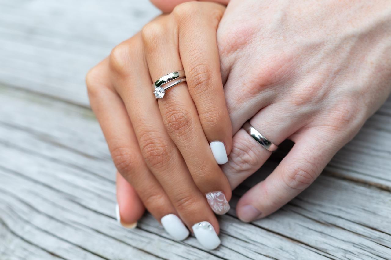 целом картинки обручального кольца на пальце представляем