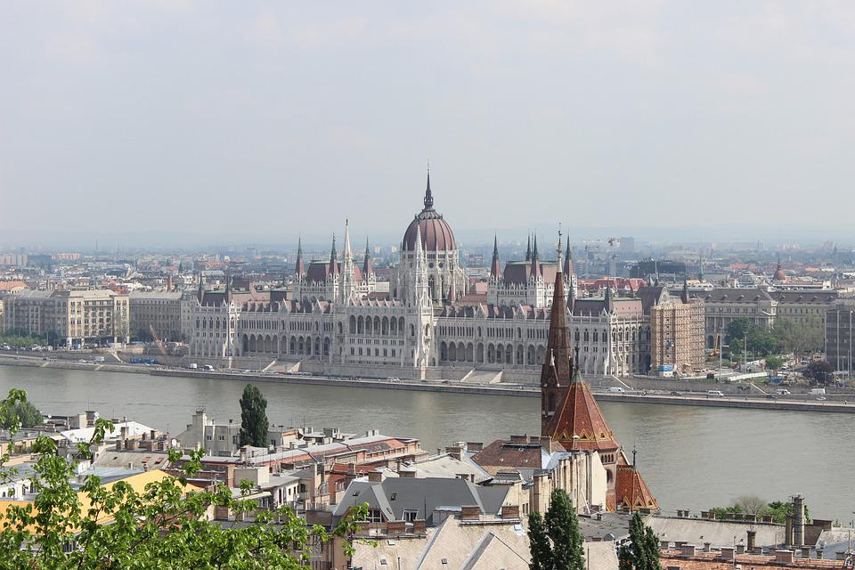 Billige reisemål finner du over hele Øst-Europa. Her fra Budapest i Ungarn.