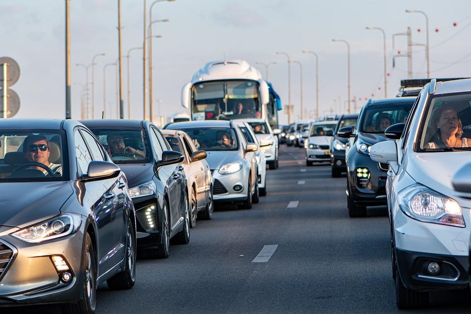 トラフィック, 車, 道路, 自動車, 交通渋滞, 駆動, 特定, バス, ジープ, 積層, 待っています