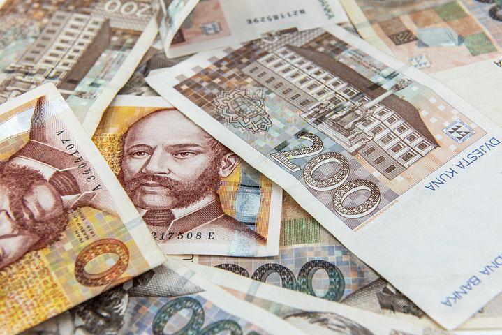 Ведьма с деньгами картинки увидела выдру
